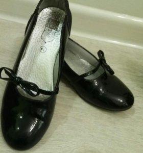 Лаковые классические туфли 34