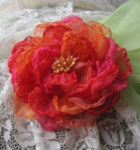 Брошь красный цветок из ткани