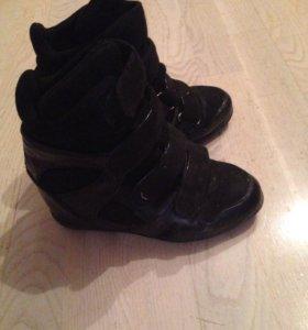 Продам кроссовки утеплённые