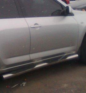 Оригинальные пороги на Toyota RAV4