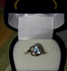 Золотое кольцо с бриллиантами топаз 585
