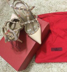Новые Туфли босоножки valentino