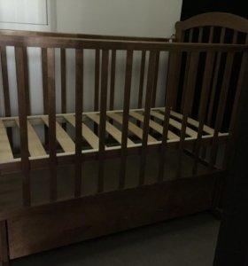 Детская кроватка б/у в хорошем состоянии)