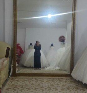 Зеркало и два шкафчика