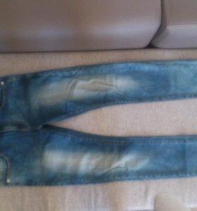Продам джинсы мужские зауженные