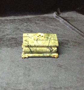 Шкатулка из натурального камня Змеевик 50*55*53