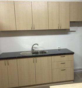 Новый собранный прямой кухонный гарнитур
