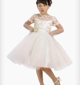 Шикарное платье на 5-6 лет