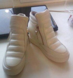 Кроссовки--ботинки