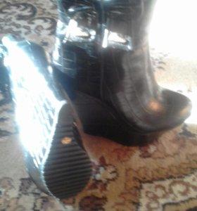 Женские ботинки на платформе,новые,размер 37