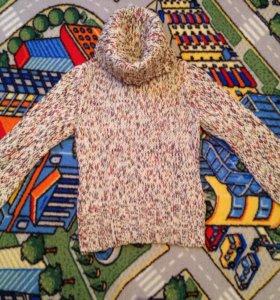 Эффектный свитер с широким воротником