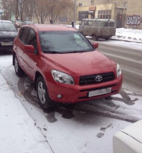 Автомобиль Toyota RAV IV