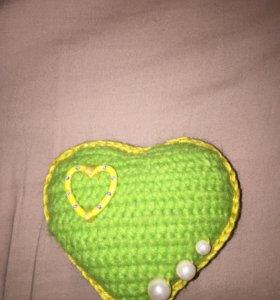 Вязаная игрушка сердце
