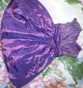 Платье на девочку 5-7 лет, сзади на замочке.