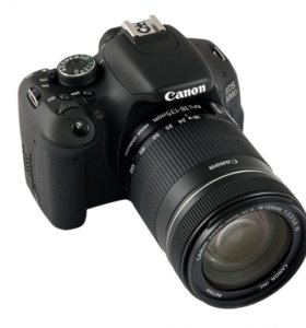 Canon EOS 600D Kit 18-135mm f/3.5-5.6 is.