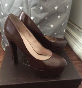 Кожаные туфли Carlabei