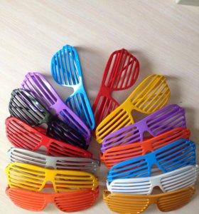 Яркие карнавальные очки всех цветов