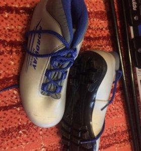 Комплект лыж 38 размер обуви , 160см лыжи