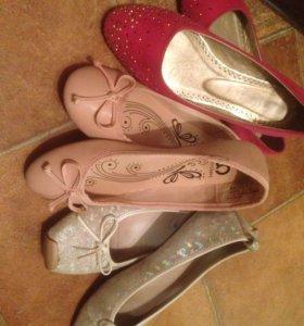 Туфли- балетки, белые прданы