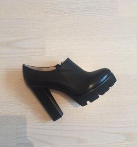Чёрные туфли (ботильоны)