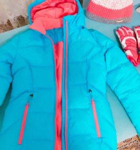 Куртка на девочку ,шапка и перчатки.