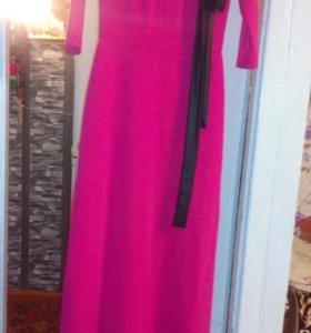 Продам платье в пол, новое весит так как длинное