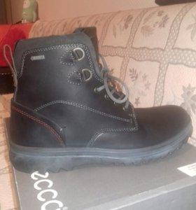 Новые ботинки мужские,практичные