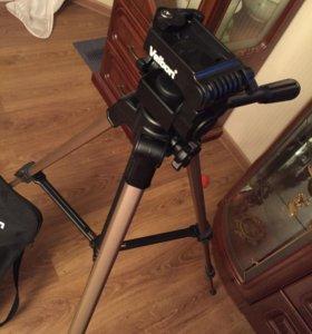 Штатив для видеокамеры