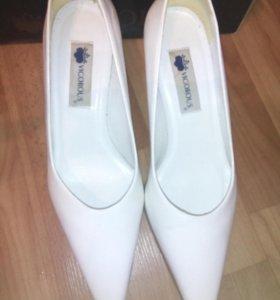 Туфли белые,размер 38,5