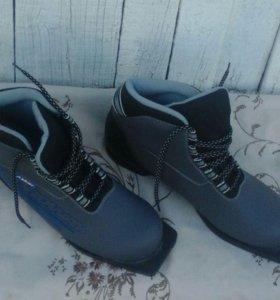 Ботинки лыжные мужские новые 44 разм