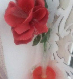 Роза, светится