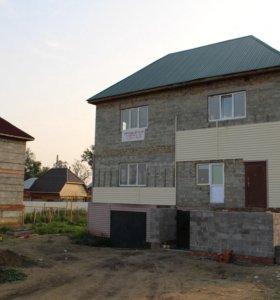 Вторая половина двухэтажного недостроенного дома.