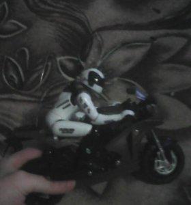 Мотоциклист на пульте управления