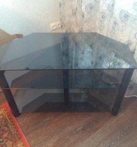 Стеклянный столик под телевизор и стерео систему.