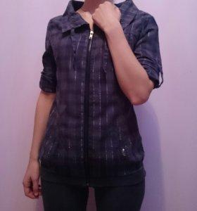 Рубашка серо-синего цвета на замке