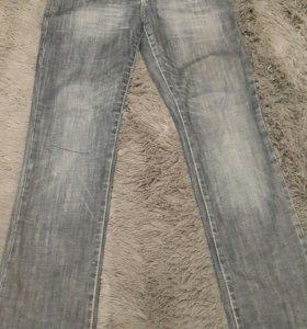 Много джинсов
