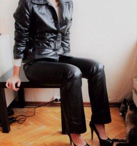 Джинсы и пиджак Trussardi