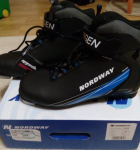 Лыжные ботинки новые,р.39