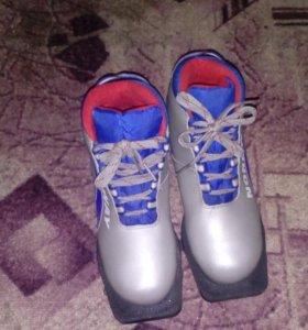 Лыжные ботинки (37,38 р.).