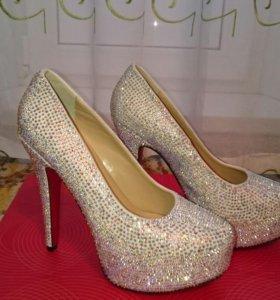 Продам новые красивые туфли.