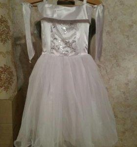Платье для девочки праздничное: 130 - 140 см