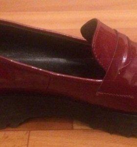 Туфли лакированные .новые