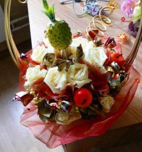 Букеты из конфет и сладкие наборы на заказ