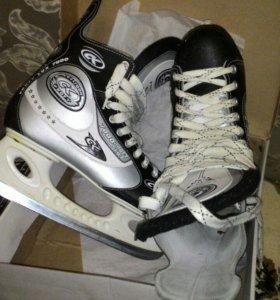 Хоккейные коньки р.44