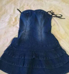 Джинсовое платье с рюшами