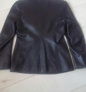 Чёрный кожаный пиджак