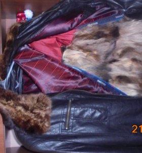 Куртка коженная  мех енот