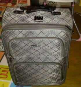 Фирменный чемодан