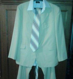 Продам  мужской костюм56-58размера