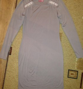 Платье облегающее 44р